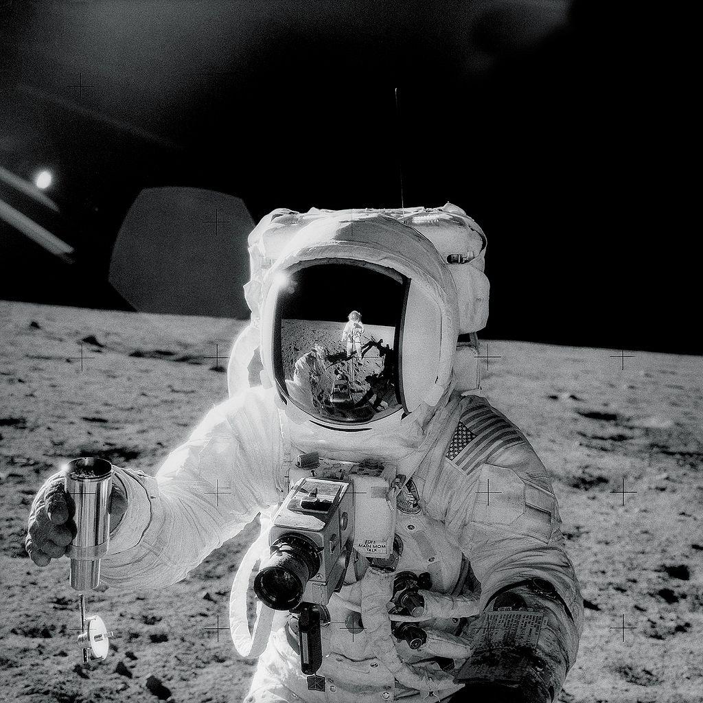 alan-bean-moon.jpg