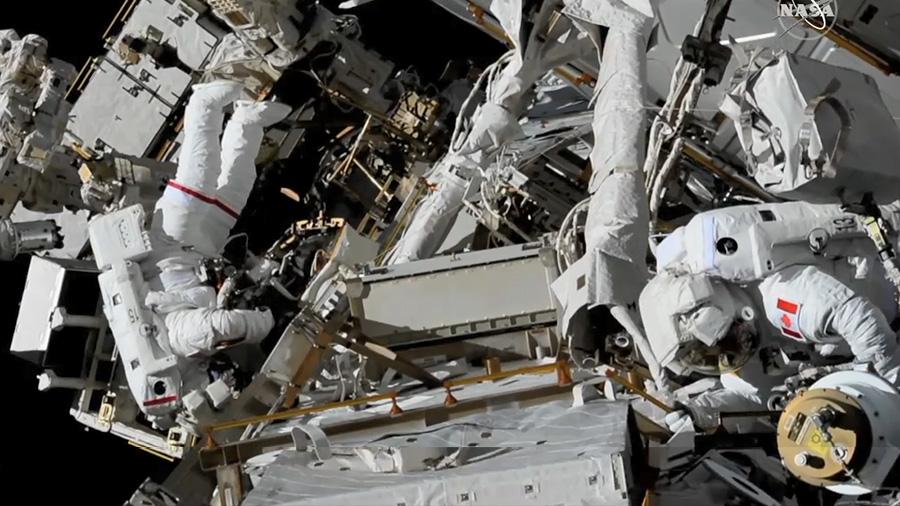 2019-8-april-spacewalk-complete.jpg