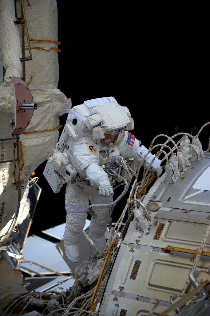 30-march-peggy-whitson-spacewalk.jpg