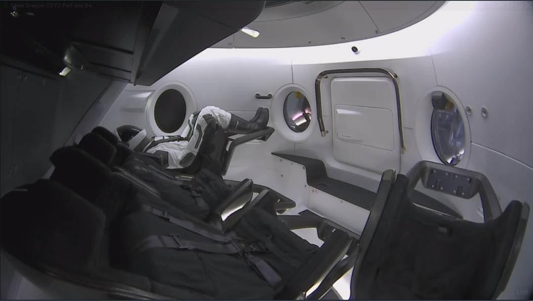 2019-interior-crew-dragon.jpg
