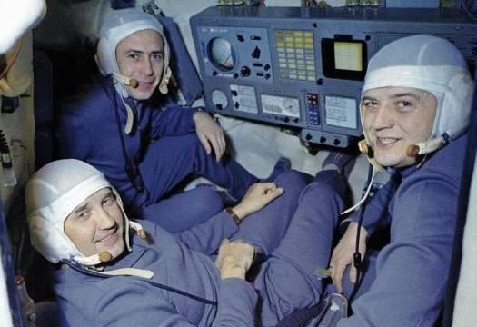 2021-soyuz-11-crew.jpg