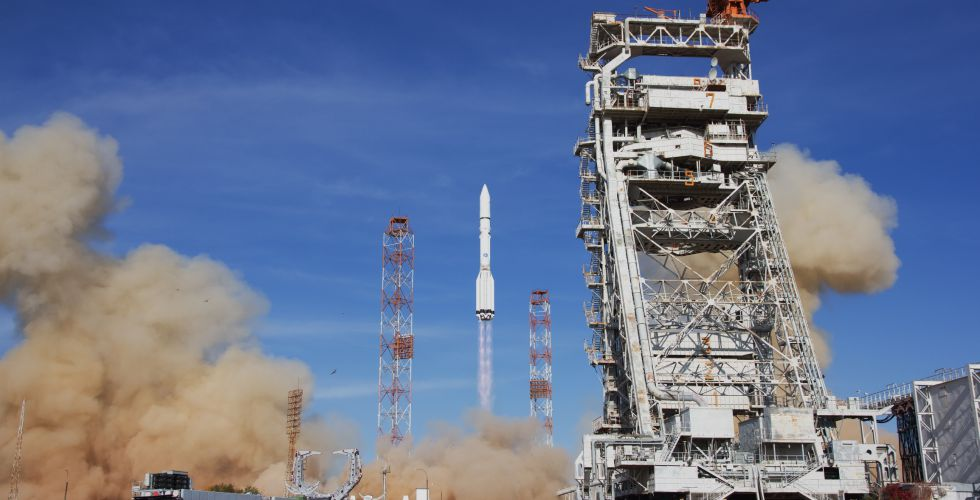 2019-proton-launches-eutelsat.jpg