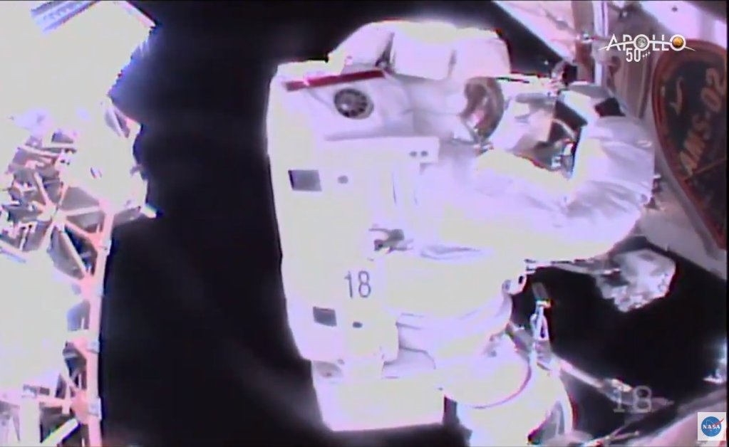 2019-15-nov-ams-02-spacewalk.jpg