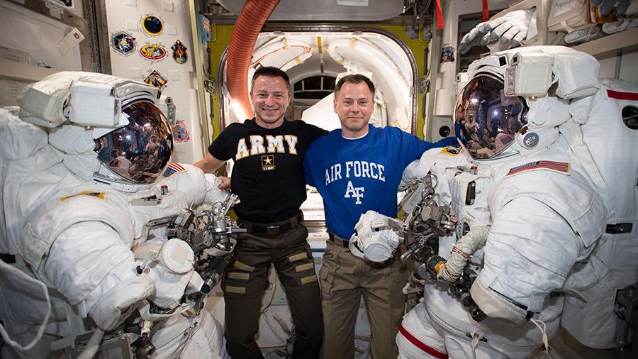 2019-hague-drew-morgan-before-spacewalk.