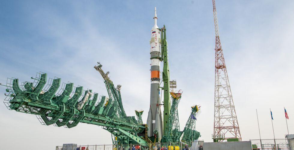 2020-6-april-soyuz-ms-on-launch-pad.jpg