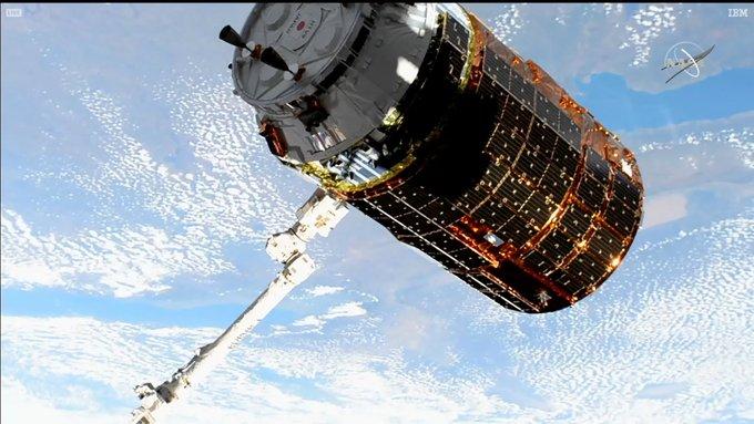 2020-kounotori-docked-to-ISS.jpg
