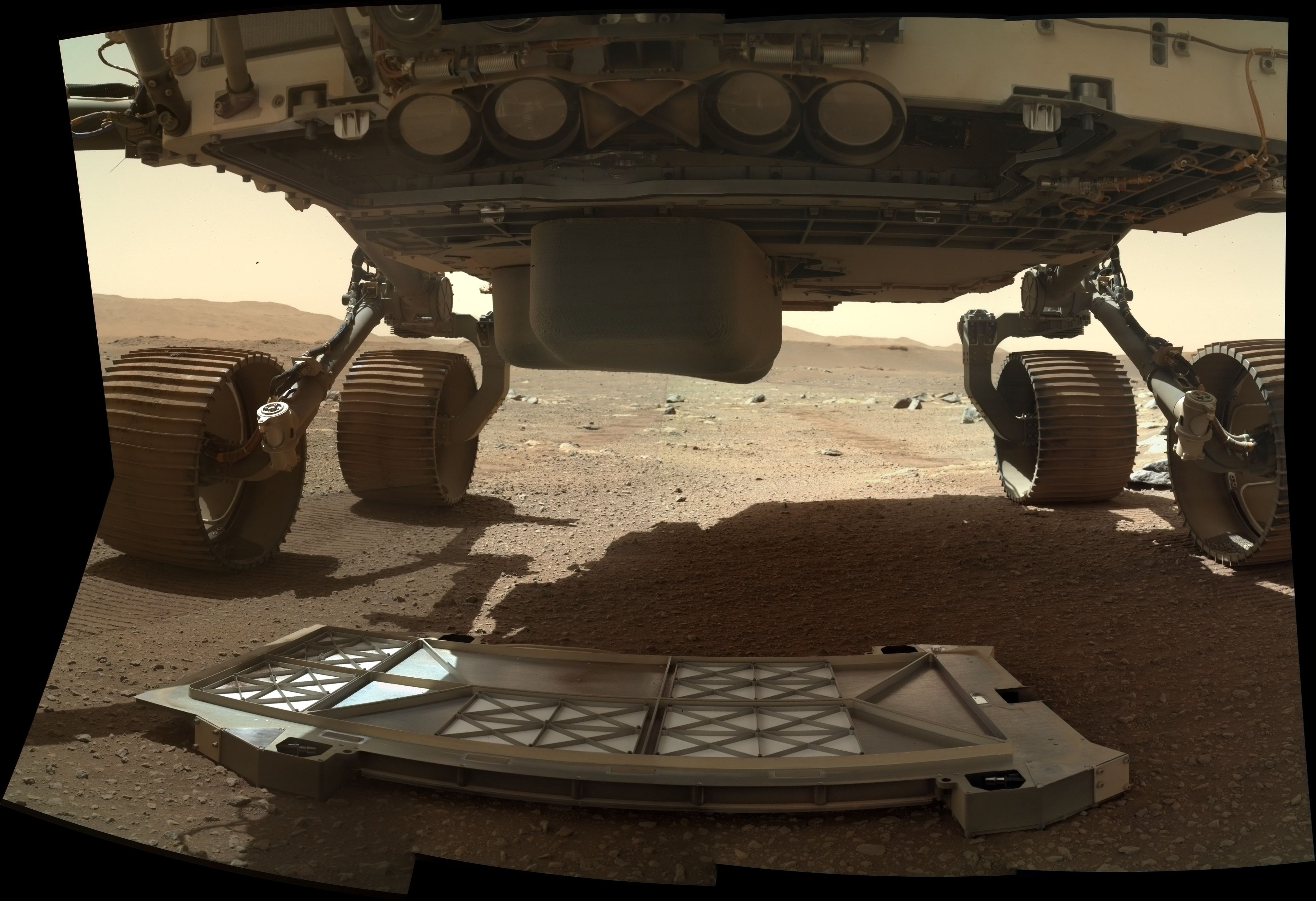 perseverance-rover-dropped-belly-pan.jpg