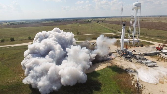 2019-manned-falcon-booster-fired.jpg