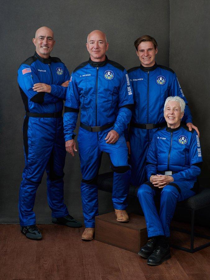 2021-blue-origin-astronauts-training.jpg