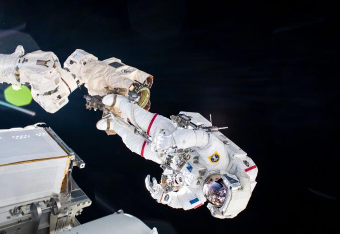 2021-thomas-pesquet-spacewalking.png