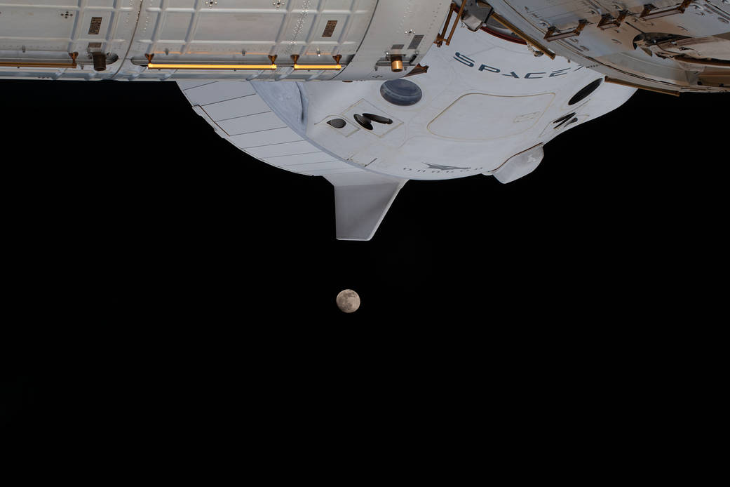 crew-dragon-moon.jpg
